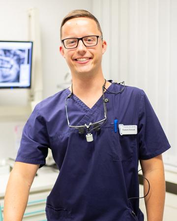 <b>Dr. Frederik Schmidt</b>